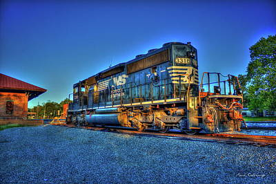 Photograph - Sunset Pose Norfork Southern Locomotive 3318  by Reid Callaway