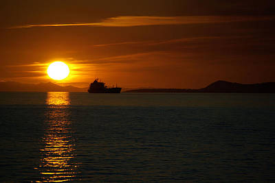Photograph - Sunset Ship by Dale Stillman