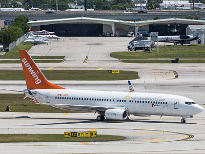 Photograph - Sunwing Airlines by Dart Humeston