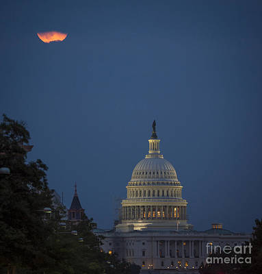 Photograph - Supermoon Over Washington, Dc by Science Source