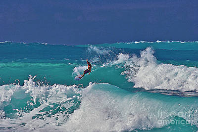 Surfing At Anaeho'omalu Bay Art Print