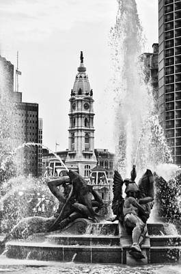 Benjamin Franklin Parkway Digital Art - Swann Memorial Fountain In Black And White by Bill Cannon