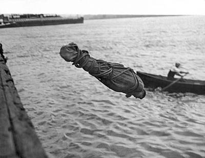 1918 Photograph - Swimmer And Escape Artist by Underwood Archives