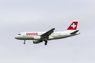 319 Photograph - Swiss Airlines Airbus A319 by David Pyatt
