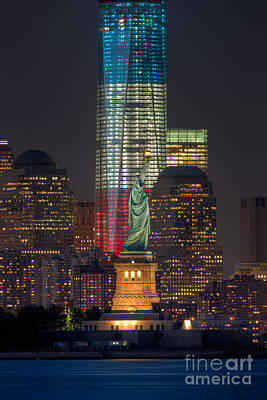 1 Wtc Photograph - Symbols Of Freedom II by Clarence Holmes