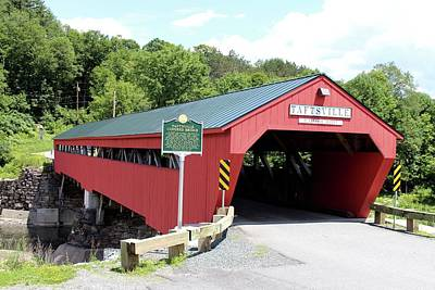 Photograph - Taftsville Covered Bridge by Georgia Hamlin