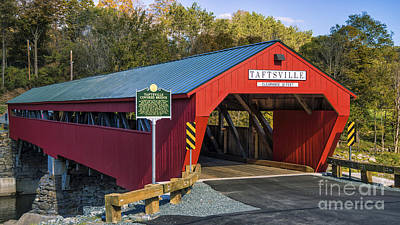 Photograph - Taftsville Covered Bridge. by Scenic Vermont Photography