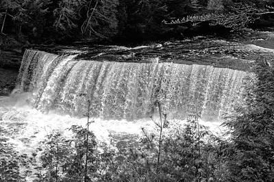 Photograph - Tahquamenon Falls State Park  -  Tahquamenonfallsblkwhi171466 by Frank J Benz