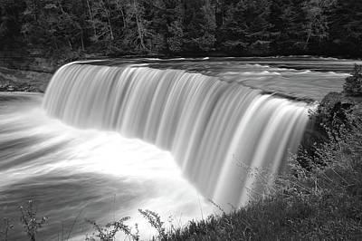 Photograph - Tahquamenon Falls State Park  -  Tahquamenonfallsblkwhi171479 by Frank J Benz