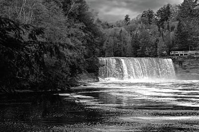 Photograph - Tahquamenon Falls State Park  -  Tahquamenonfallsblkwhi171504 by Frank J Benz