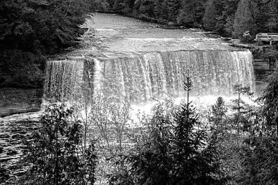 Photograph - Tahquamenon Falls State Park  -  Tahquamenonfallsblkwhi171554 by Frank J Benz
