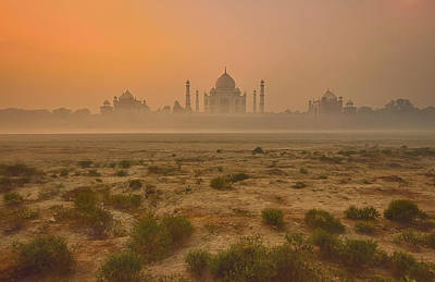 Pillars Photograph - Taj Mahal At Dusk by Vichaya
