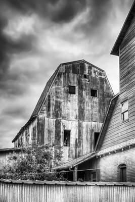 Photograph - Tall Barn by James Barber