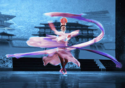 Photograph - Tang Dynasty Show Ribbon Dance by Alan Toepfer
