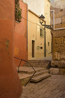 Photograph - Tarragona Alley by Gary Lengyel