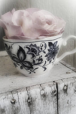 Photograph - Teacup Rose by Bonnie Bruno