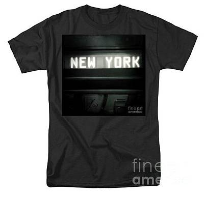 Photograph - Tee-shirt - Welcome To New York by Miriam Danar