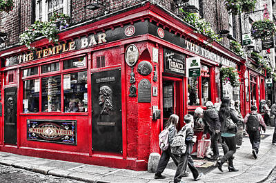 Photograph - Temple Bar Pub by Sharon Popek