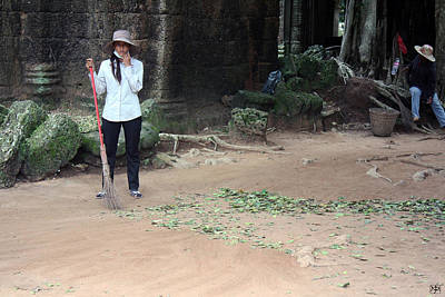 Photograph - Temple Sweeper by John Meader