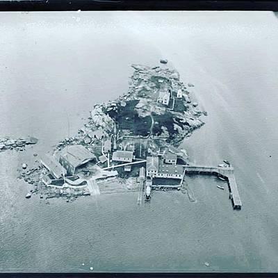 Photograph - Ten Pound Island #gloucesterma Back by Melissa Abbott