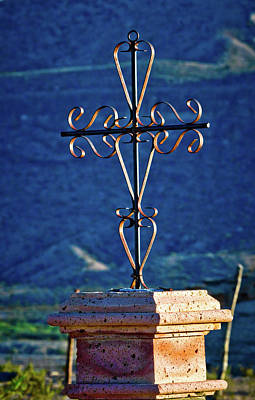 Photograph - Terlingua Cross by Linda Unger