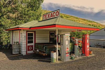 Photograph - Texaco Gas Station On Farm In Palouse Wa Dsc04525 by Greg Kluempers