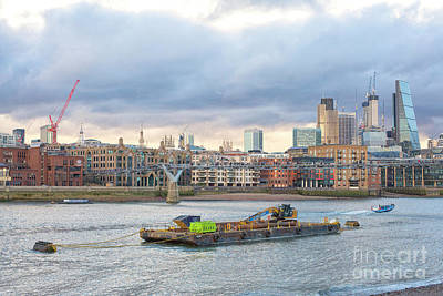 Princess Diana - Thames and skyline London by Patricia Hofmeester