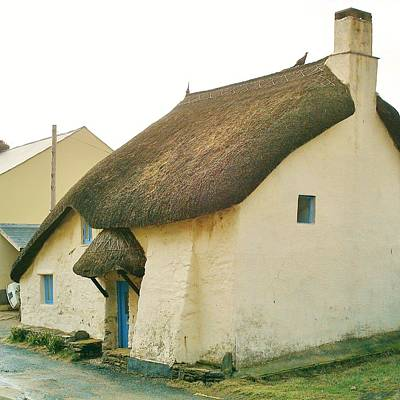 Photograph - Thatched Cottage South Hams by Richard Brookes