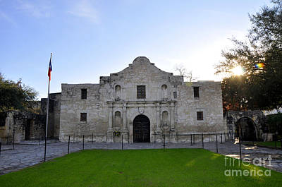 Photograph - The Alamo by Andrew Dinh