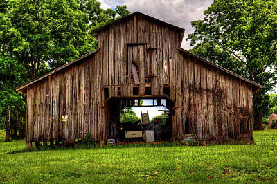 Photograph - The Barn by Ester Rogers