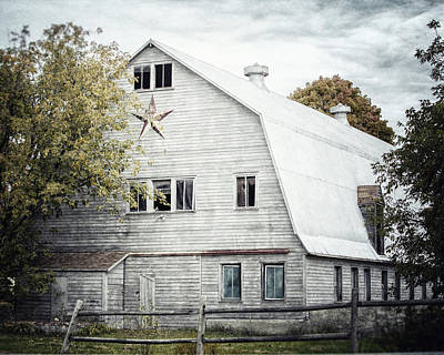 Photograph - The Barn With The Star by Lisa Russo