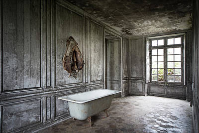 Haunted House Photograph - The Bathroom Tub - Urban Decay by Dirk Ercken