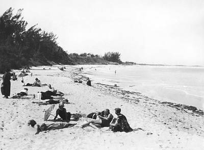 Beach Scenes Photograph - The Beaches At Nassau by Underwood Archives