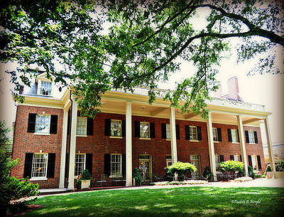 Photograph - The Carolina Inn - Chapel Hill by Paulette B Wright