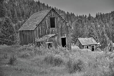 Photograph - The Elk Horn Barn by Richard J Cassato