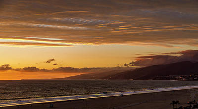 Photograph - The End Of Daylight Turns Golden by Gene Parks