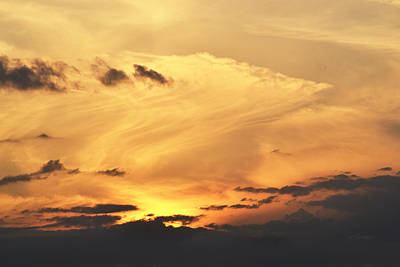 Photograph - The Fascinating Sky At The End Of The Day by rd Erickson