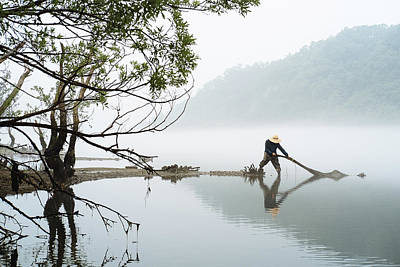 Photograph - The Fisherman by Roy Cruz