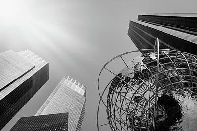 Photograph - The Globe - Nyc by Yvette Van Teeffelen