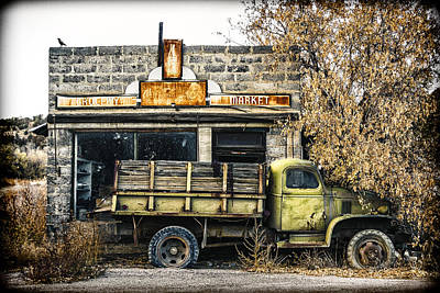 Rusted Cars Photograph - The Green Truck Grocery Market by Humboldt Street