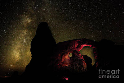 Photograph - The Heavens Greets The Arch by Steven Reed