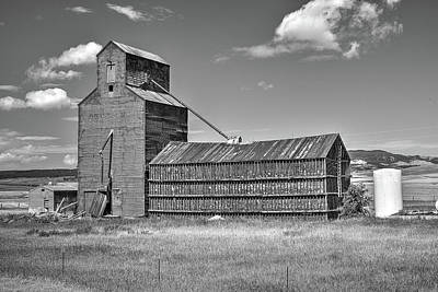 Photograph - The Hilger Grain Silo by Richard J Cassato