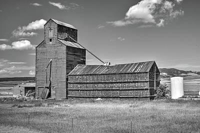 Photograph - The Hilger Grain Silo by Richard J Cassato