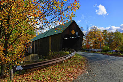 Taftsville Photograph - The Lincoln Covered Bridge by Mike Martin