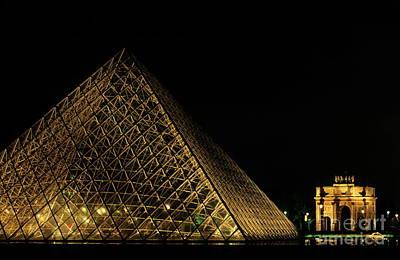 Arc De Triomphe Du Carrousel Wall Art - Photograph - The Louvre Pyramid And The Arc De Triomphe Du Carrousel At Night by Sami Sarkis