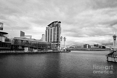 the lowry and salford quays lowry footbridge lift bridge Manchester uk Art Print by Joe Fox