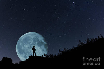Photograph - The Man In The Super Moon by Steve Purnell