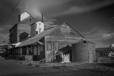 Photograph - The Modoc Co-op Grainery by Roland Peachie