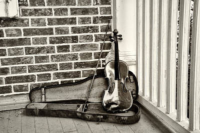 Violin Digital Art - The Old Fiddle by Bill Cannon