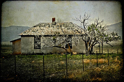 Photograph - The Old House by Jill Smith